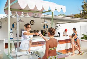 club-marine-palace-aqua-park-snack-bar